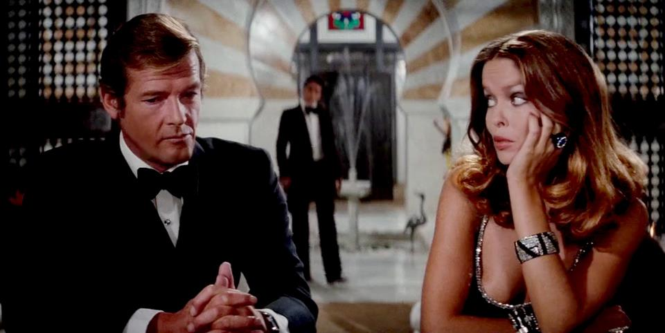 THE-SPY-WHO-LOVED-ME-sir-roger-moore-34228139-960-482